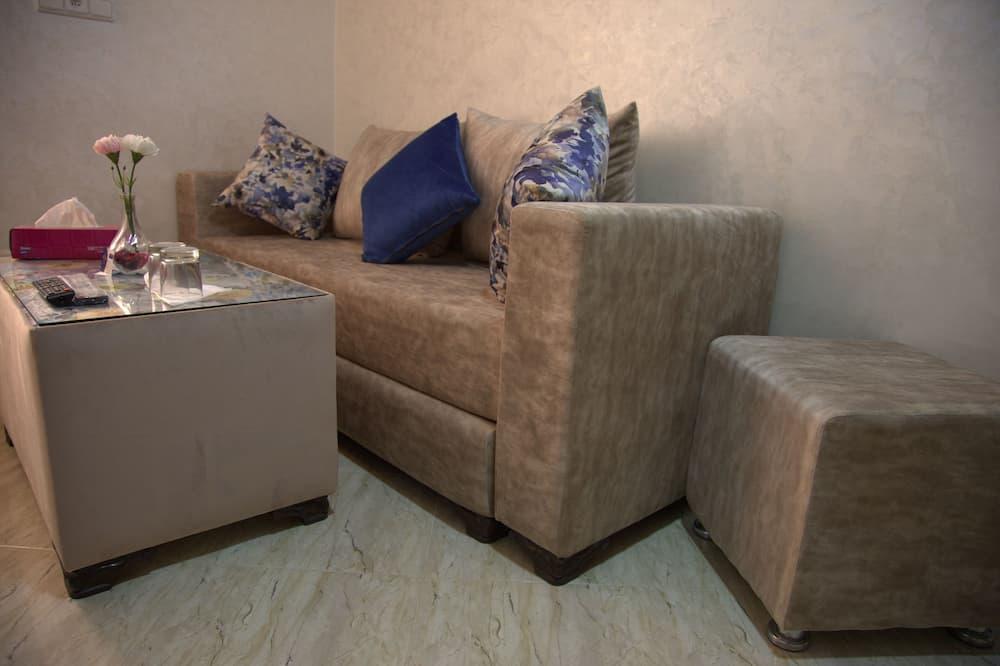 Deluxe Triple Room - Living Room