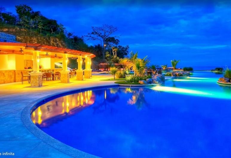 Villas in Pristine Bay, Roatan, Front of property - evening