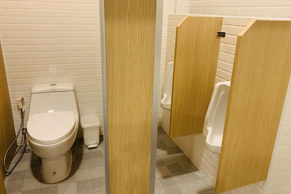 10-Beds Shared Dormitory (Female) - Bathroom