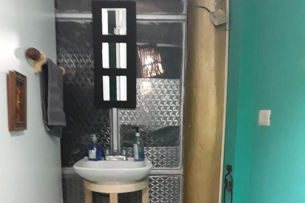 Room 3 - Shared bathroom