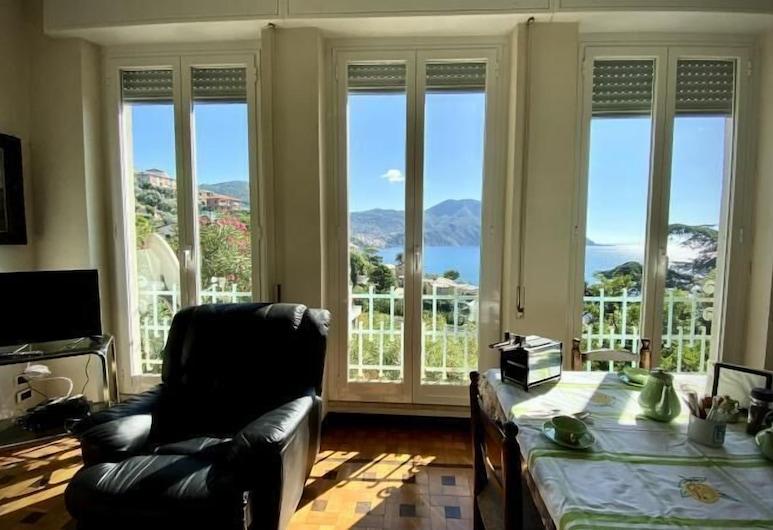 Panoramica Villa Cavour con Giardino, Recco, Apartment, 2 Bedrooms, Living Area