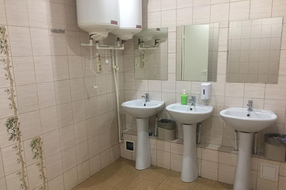 Gemeinsamer Schlafsaal, Nur Männer (1 bed in 12 beds dorm) - Badezimmer