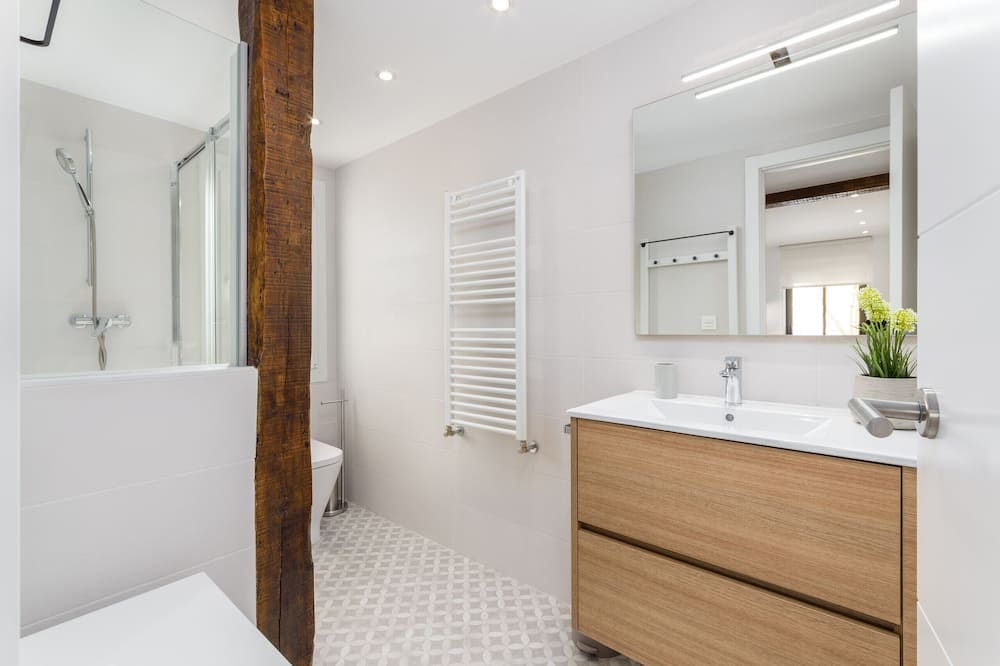 Apartment, 2 Bedrooms, Balcony, Beachside - Bathroom