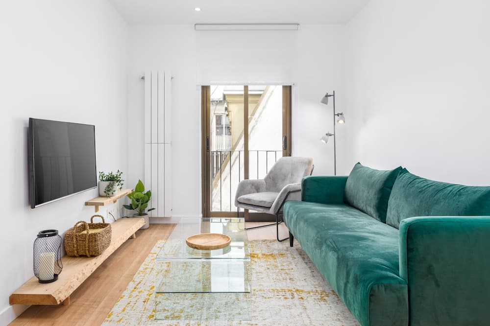 Apartment, 2 Bedrooms, Balcony, Beachside - Living Room