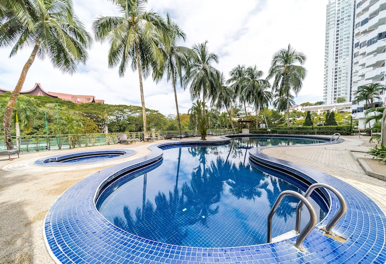 OYO Home 89794 Uncommon 2br Sri Sayang, George Town, Outdoor Pool