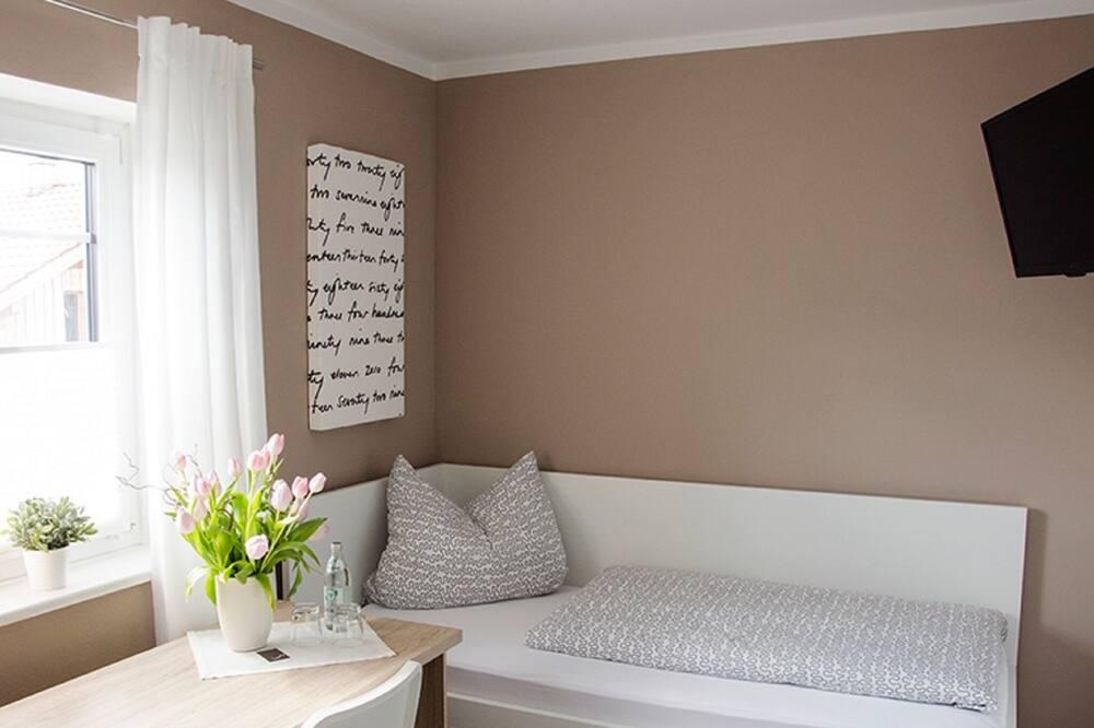Kambarys (2 viengulės lovos) su pagrindiniais patogumais - Svečių kambarys
