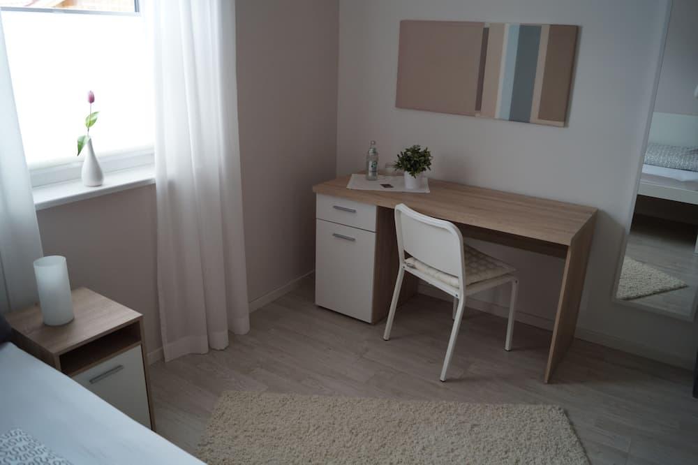 Vienvietis kambarys su pagrindiniais patogumais - Svetainės zona