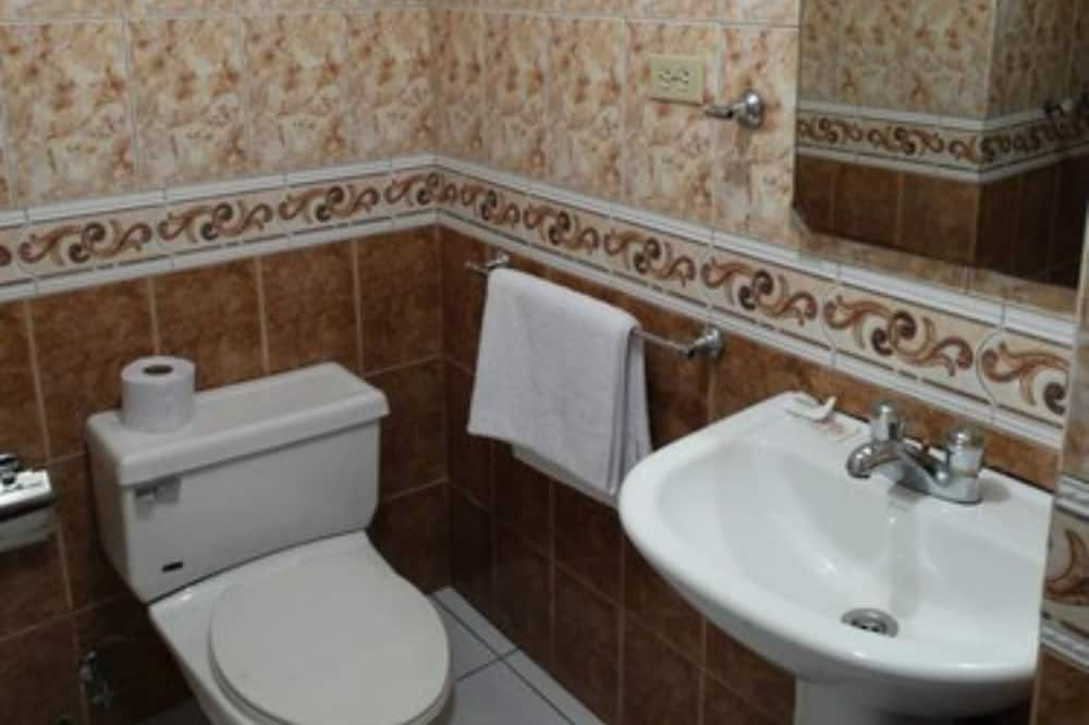 Chambre Double, 2 lits doubles - Salle de bain