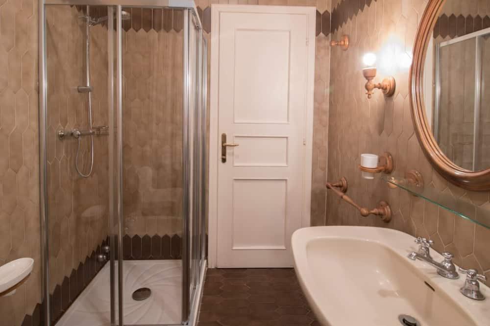Classic Triple Room, Private Bathroom - Bathroom