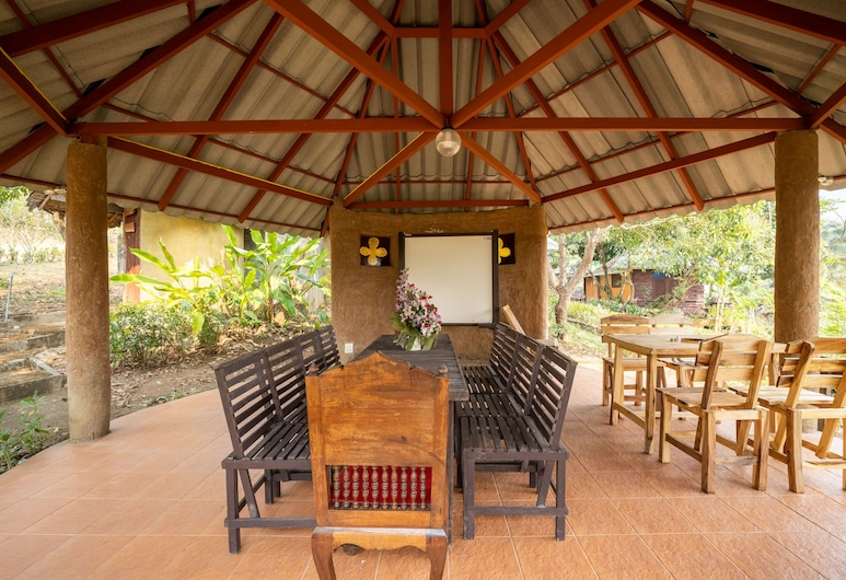 OYO 766 Zompo Baan Din Resort, 湄登, 室外用餐
