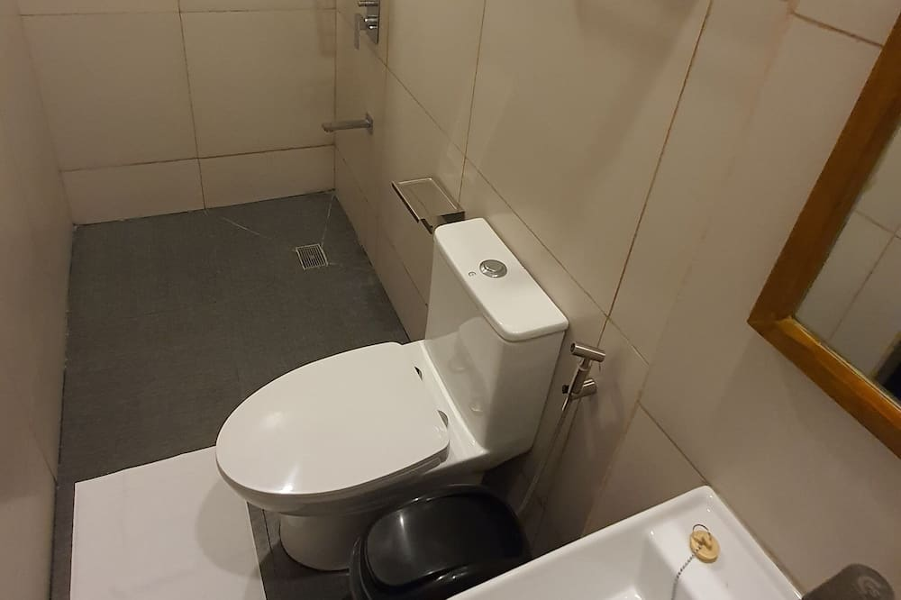 1 bed in an 8-bed Mixed Dormitory - Bathroom