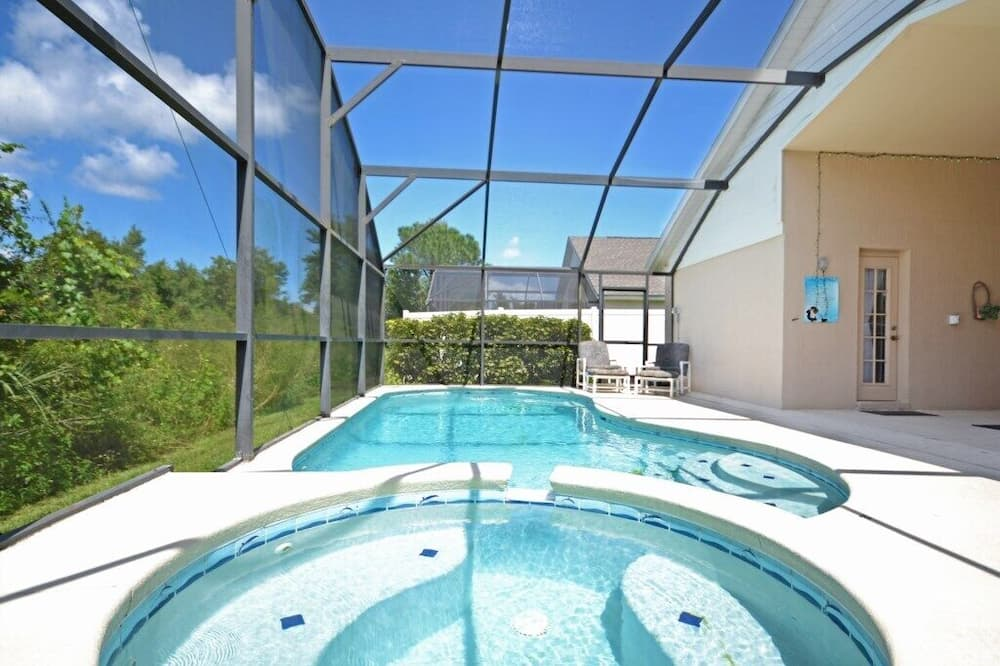 Familie villa, aan tuin - Zwembad