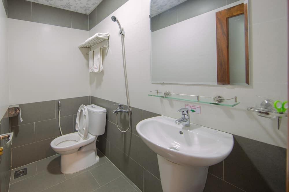 Eenvoudige tweepersoonskamer - Badkamer