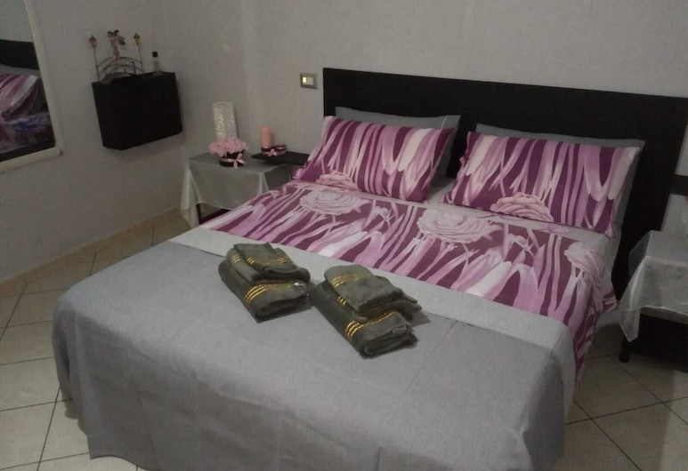 Le Chambre Petite B&B by holidayngo, Castellammare di Stabia, Basic Double Room, Shared Bathroom (Butterfly), Guest Room