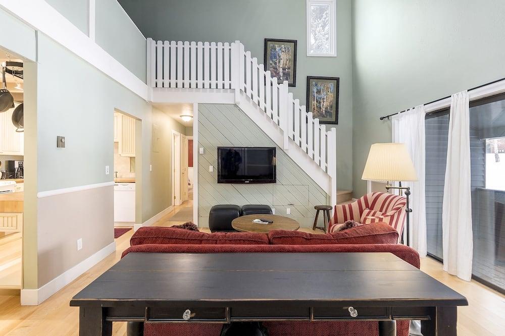Kooperatīva tūristu mītne, trīs guļamistabas - Dzīvojamā istaba
