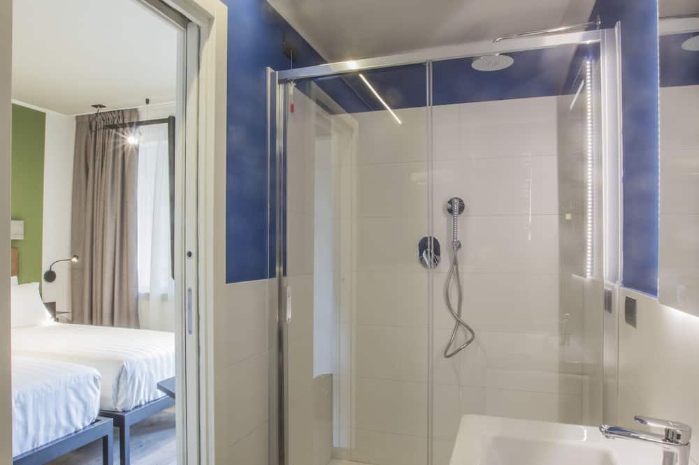 Kamar Double atau Twin Klasik - Kamar mandi