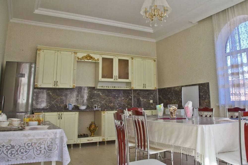 Ģimenes numurs - Kopīgās virtuves aprīkojums