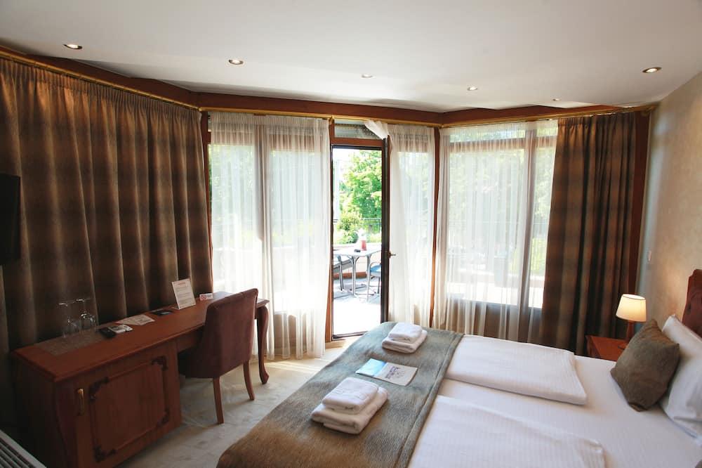 Luxury Room (01) - Guest Room