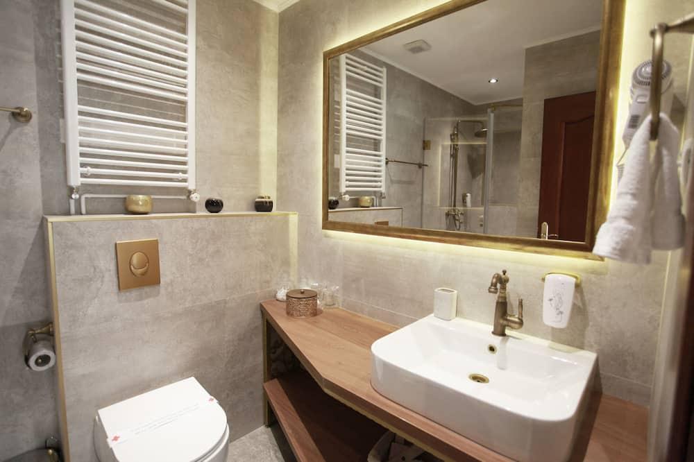 Deluxe Double Room (02) - Bathroom Sink