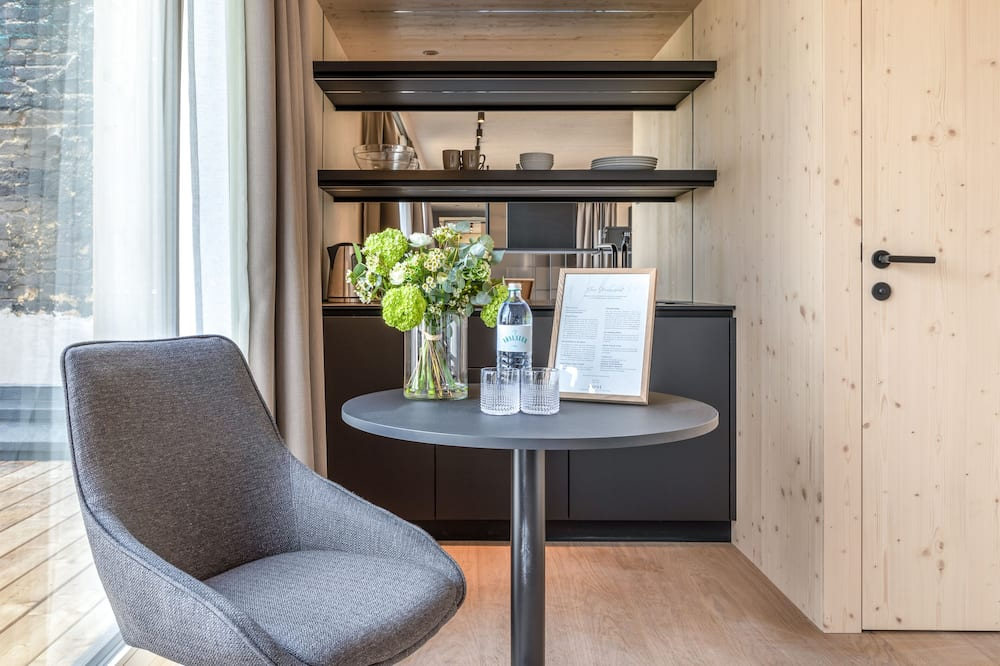 Štúdiový apartmán typu Deluxe, 1 extra veľké dvojlôžko, terasa - Obývačka