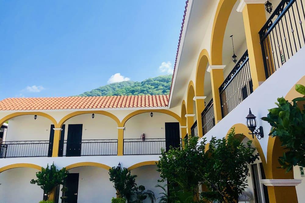 Casa Blanca Hotel, Jalpan de Serra (and vicinity)