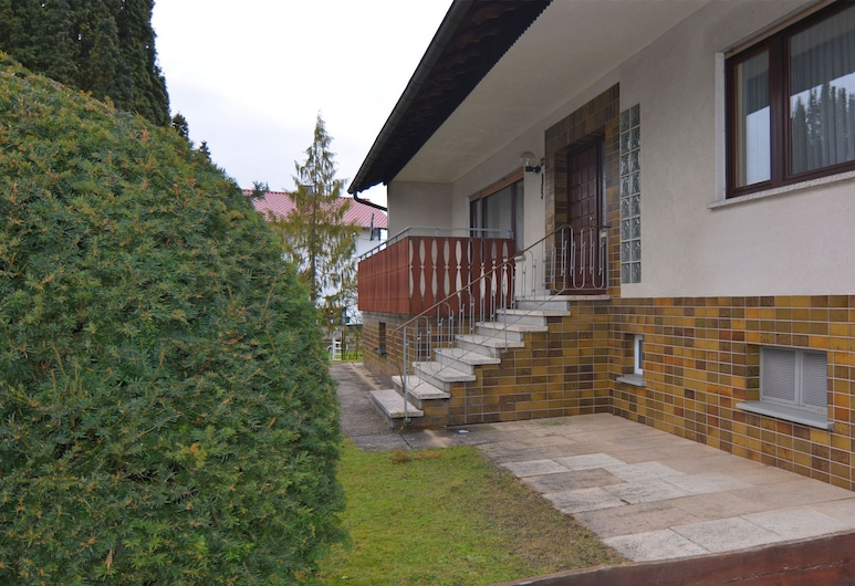 Very Large Holiday Home on the Edge of the Sauerland With Infrared Sauna, Франкенау