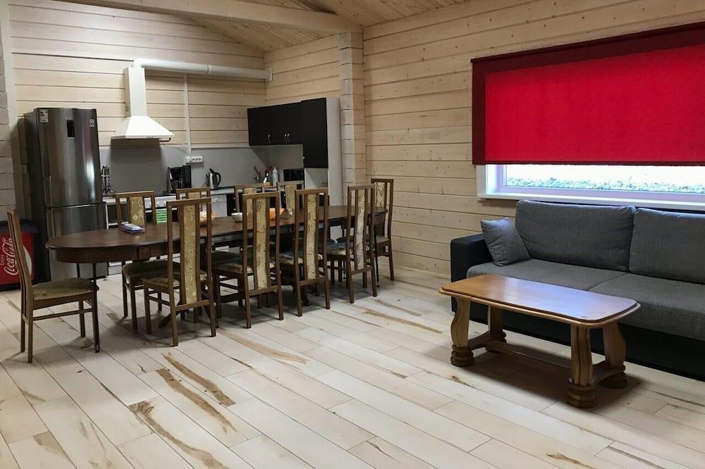 Dom, 4 spálne (№4) - Obývačka
