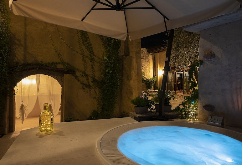 B&B Corte Alma Spa and Luxury Home, Gargnano, Εξωτερική μπανιέρα υδρομασάζ