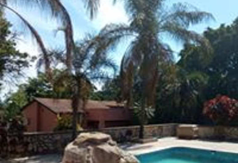 Zenith  lodge, Lusaka, Outdoor Pool