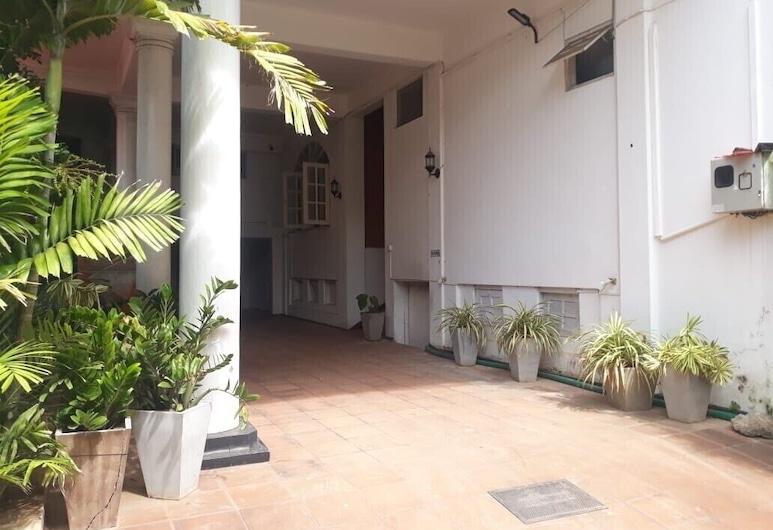Oasis Inn, Negombo, Ingang van hotel
