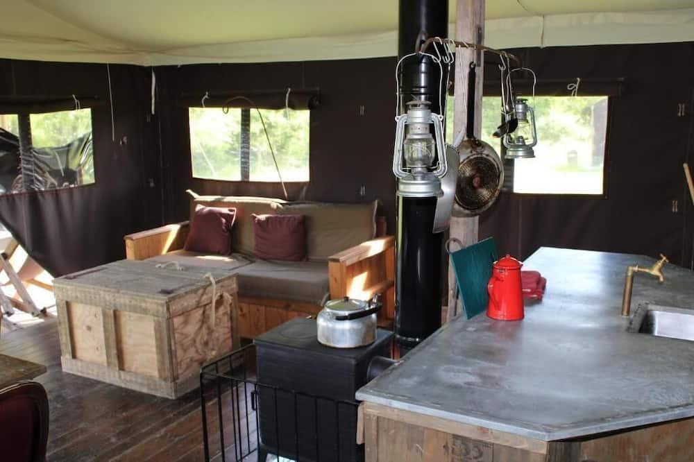 خيمة - منطقة المعيشة