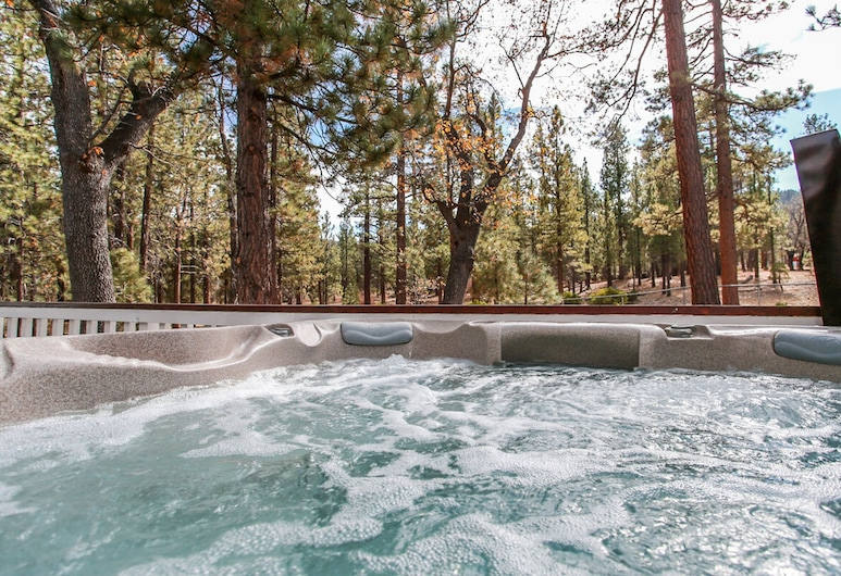 A Slice of Heaven-1889 by Big Bear Vacations, 大熊湖, 室外 SPA 浴池
