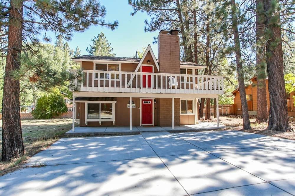 Red Door Cabin-1495 by Big Bear Vacations