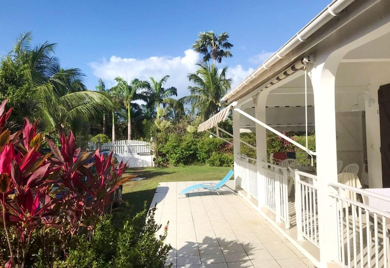 Villa With 3 Bedrooms in Saint-françois, With Private Pool, Enclosed Garden and Wifi, Saint-François, Terrasse/Patio