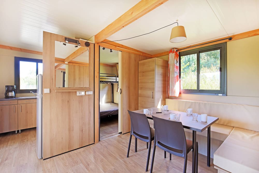 Mobile Home (Vancouver) - In-Room Dining