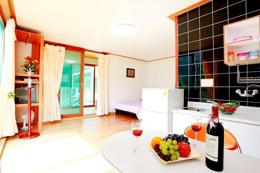 חדר (Shiri) - אזור אוכל בחדר