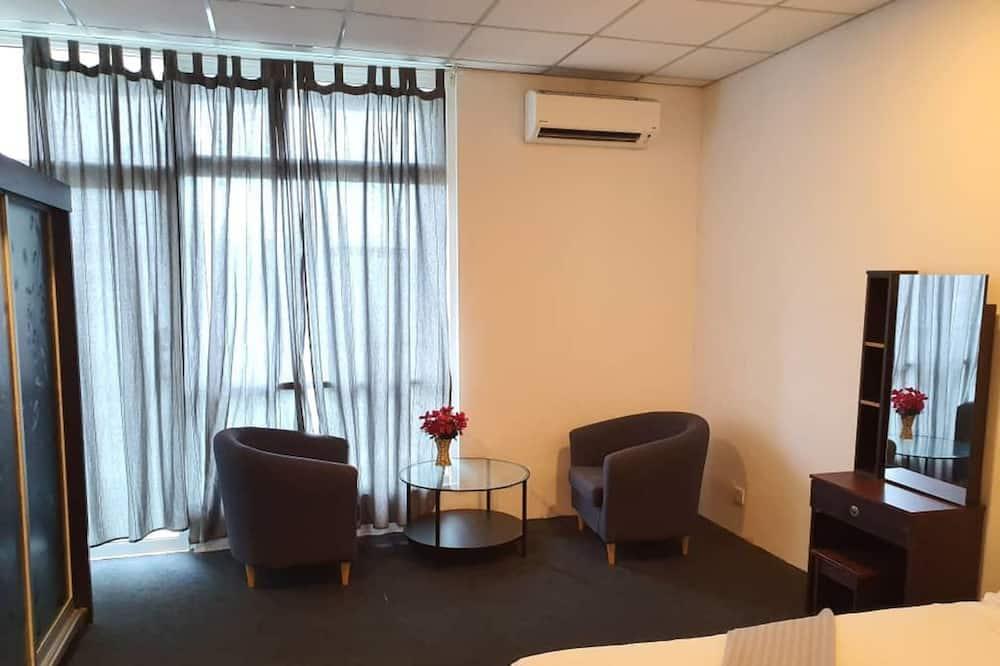 Business Studio Suite - Living Area