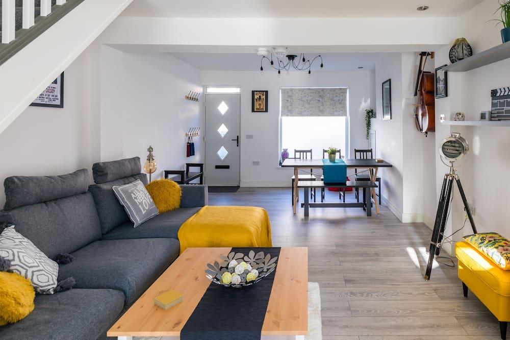 House, 3 Bedrooms (Sleeps 10) - Living Area