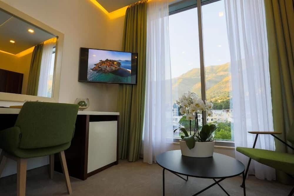 Deluxe Double or Twin Room, Balcony, Sea View - Living Area