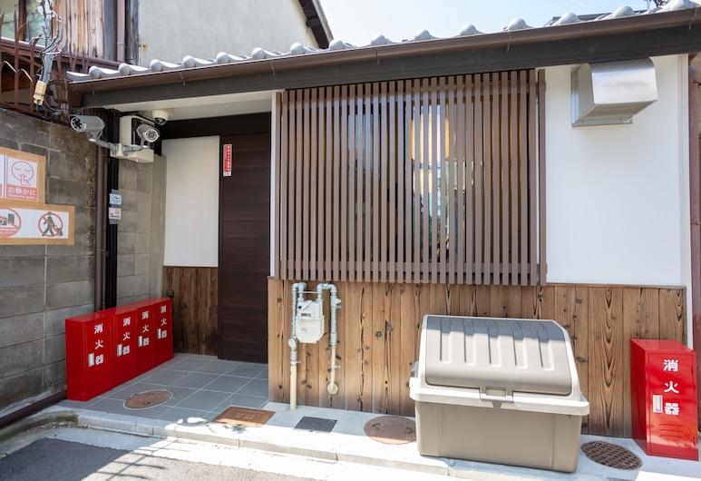 Enraku, Kyoto, Property entrance