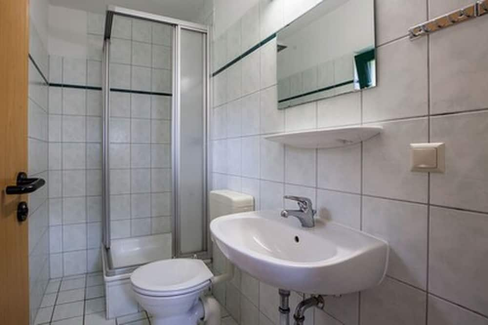 Čtyřlůžkový pokoj typu Basic - Koupelna