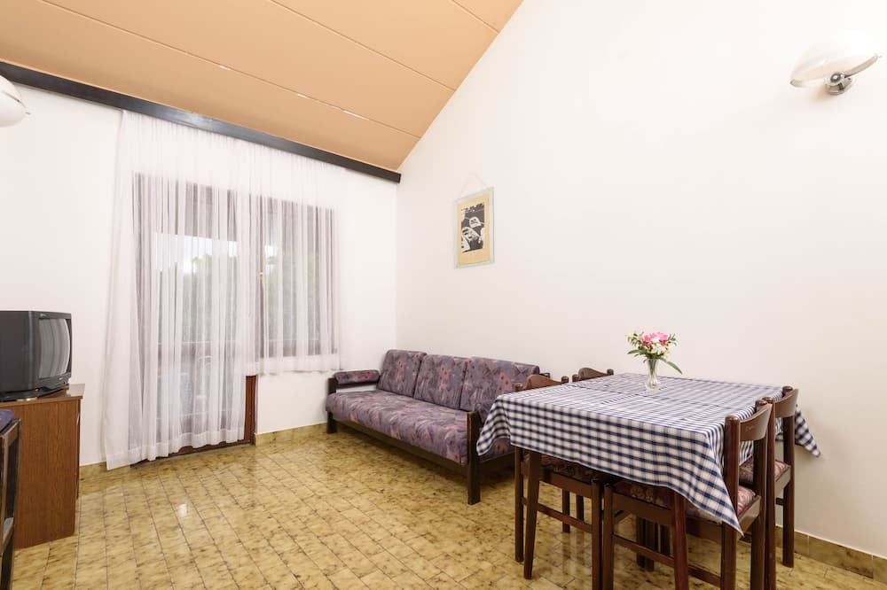Classic-lejlighed - 2 soveværelser - balkon - Stue
