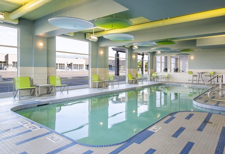 Holiday Inn Express & Suites Brandon, ברנדון, בריכה