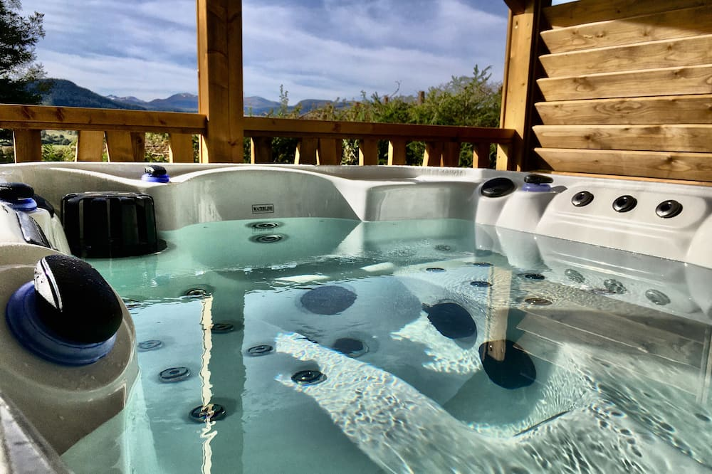 Premium sviit, 1 lai voodi, mullivanniga, vaade mägedele - Privaatne mullivann