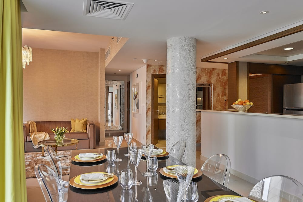 Premium Apartment, 2 Bedrooms, Terrace - Tempat Makan dalam Bilik