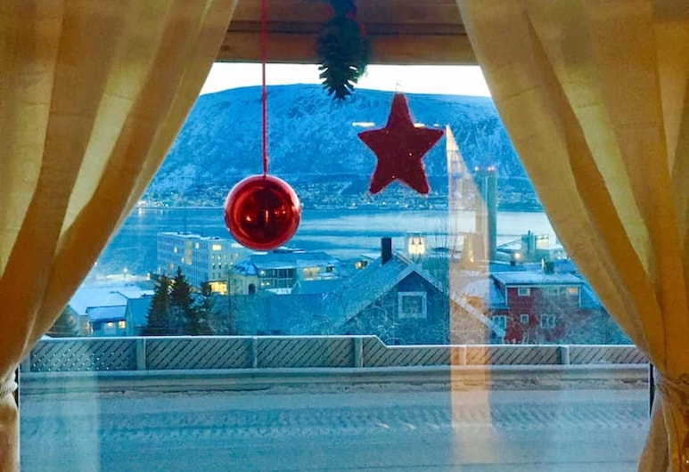 Apartment With one Bedroom in Tromsø, With Wonderful sea View and Wifi - 4 km From the Beach, Tromso, Apart Daire, Deniz Manzaralı, Oda