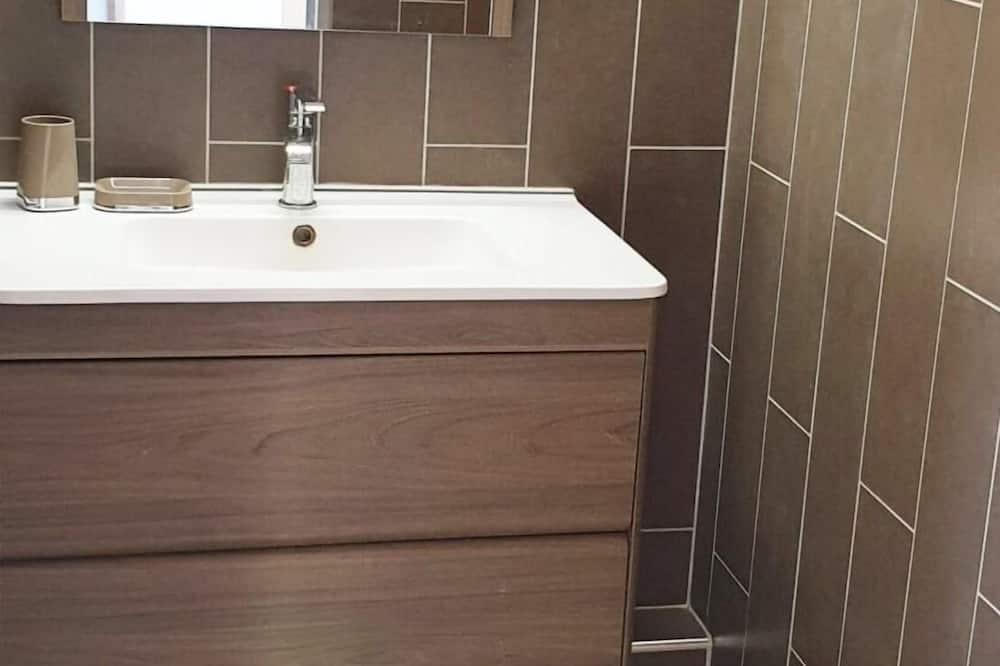 Comfort Apartment, 3 Bedrooms - Bathroom