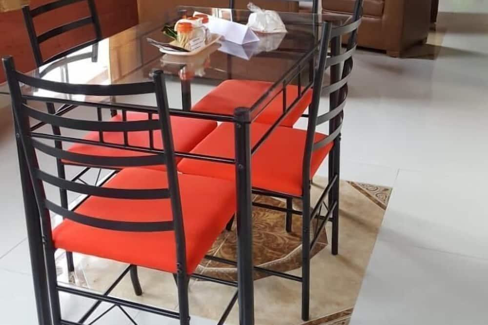 Classic Apartment - Tempat Makan dalam Bilik