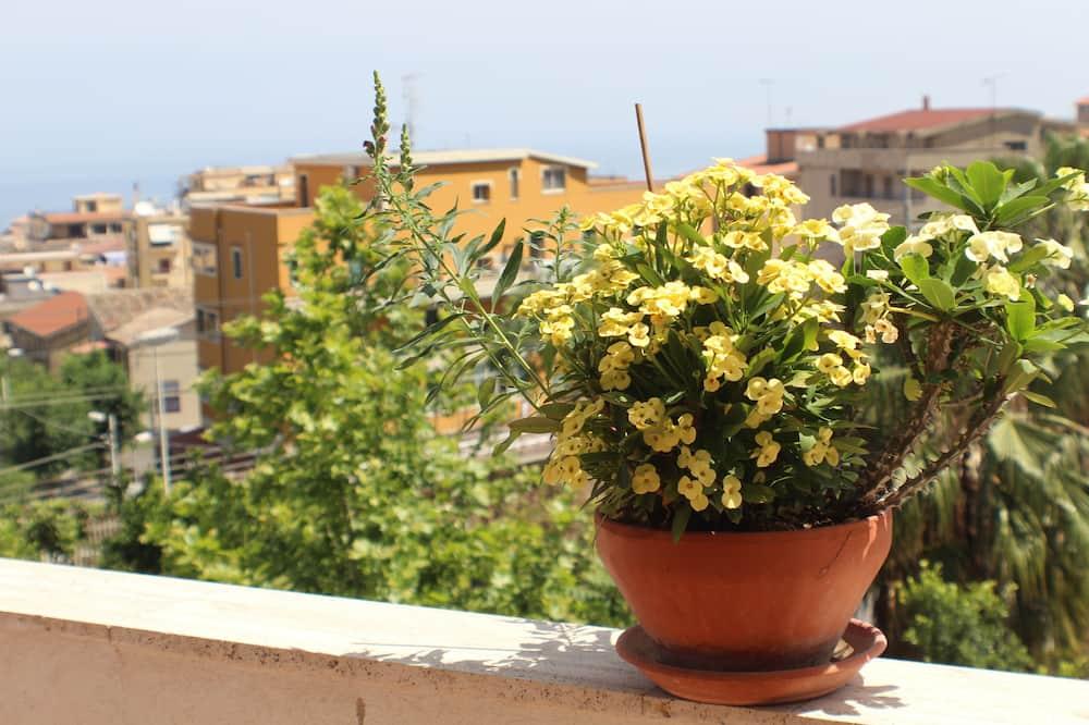 Семейные апартаменты, 2 спальни, балкон, частичный вид на море (Orchidea vista mare) - Вид с балкона