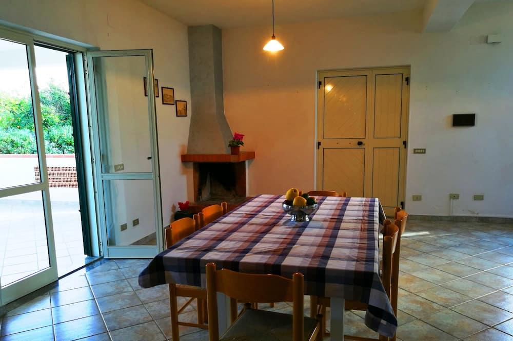 Villa, 2 Bedrooms, Garden View (Villa Cecile piano terra) - Living Area